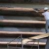 FOTO – Stadio S.Paolo, operaio al lavoro su un'improbabile impalcatura